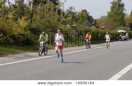 Leading Male Group Runners