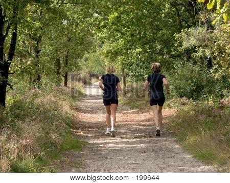 Zwei Frauen Joggen.