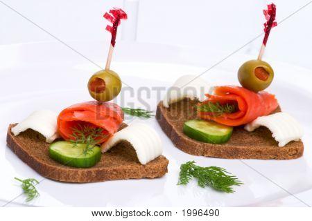 Canapés de salmón pepino