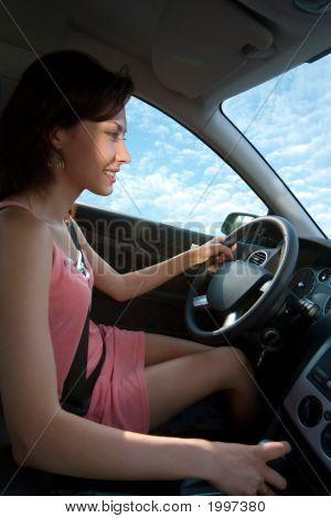 junge Frau Autofahren