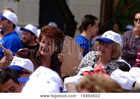 Menschen, die Teilnahme an einer politischen treffen 05