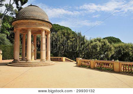 Detalhe de um gazebo no Parc del Laberint d'Horta em Barcelona, Espanha, uma pa de público do século XVIII