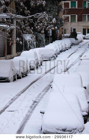 Coches bajo la nieve