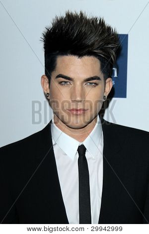 Los Angeles feb 11: Adam Lambert kommt bei der Pre-Grammy Party hosted by Clive Davis in der Beve