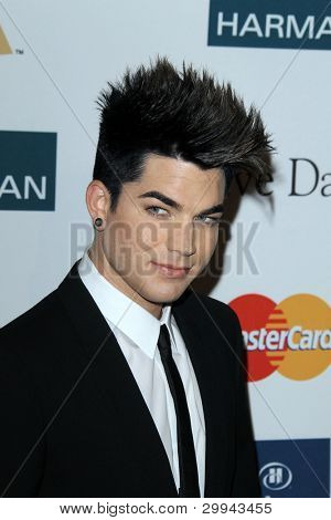 Los Angeles feb 11: Adam Lambert kommt bei der Pre-Grammy Party hosted by Clive Davis in der Bev
