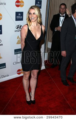 LOS ANGELES - FEB 11: Britney Spears kommt bei der Pre-Grammy-Party hosted by Clive Davis der b