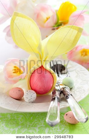 Easter place setting with flowers and eggs