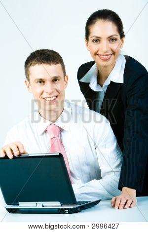 Dois funcionários