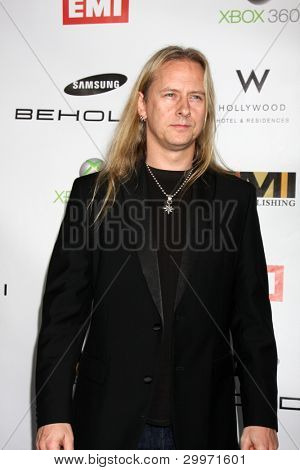 LOS ANGELES, CA - 13 de FEB: JERRY CANTRELL de Alice in Chains en la fiesta del GRAMMY de EMI en leche St