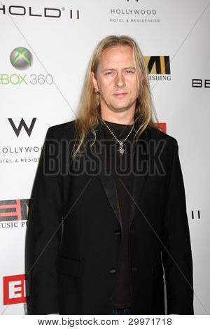 LOS ANGELES, CA - 13 de fev: JERRY CANTRELL do Alice in Chains na EMI GRAMMY depois da festa no St de leite