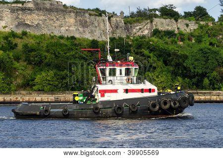 Tugboat sailing in the bay of Havana