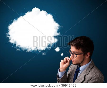 Homem jovem bonito fumar insalubre cigarro fumo denso