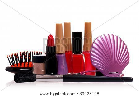 Satz von Kosmetik - Nagellack, Lippenstift, isolated on white Background, kleine Spiegel und Kamm
