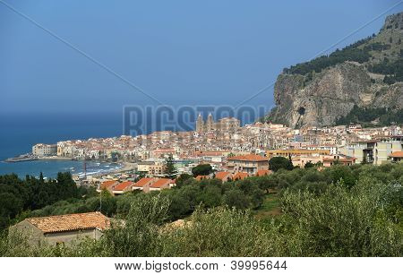 View Of The Cefalu. Cefalu Is A Delicious Historic And Turistic Town In The Palermo's Area. Sicily