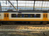 Постер, плакат: Голландский поезд в движении