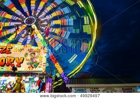 Ferris Wheel On Fairgrounds-in Motion