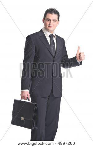 Um empresário com polegares para cima