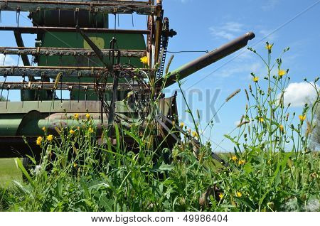 An old combine stand in the filed