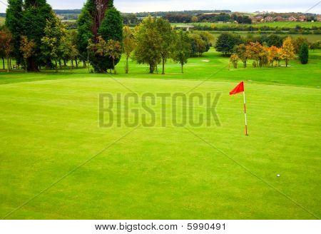 Campo de golfe outonal