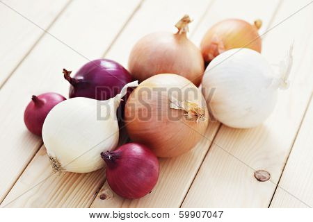 few different onions - fruits and vegetables