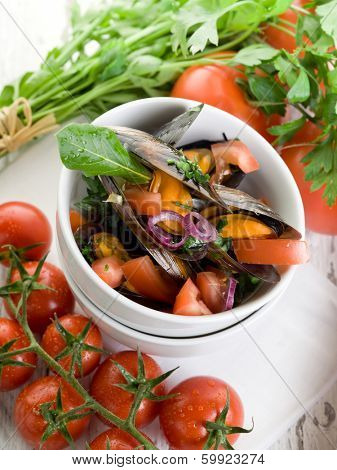 mussel with slice fresh tomatoes