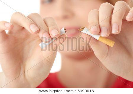 junge caucasian Frau Quiting Rauchen