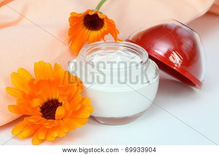 Face And Body Cream With Marigold
