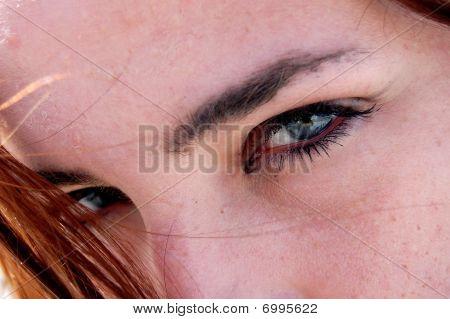 Extremo Close dos olhos da menina