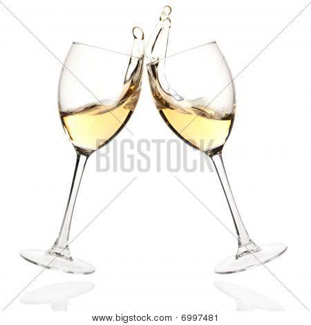 Brindar con vino blanco