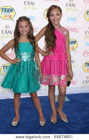 LOS ANGELES - AUG 10:  Mackenzie Zielger, Maddie Ziegler at the 2014 Teen Choice Awards at Shrine Auditorium on August 10, 2014 in Los Angeles, CA