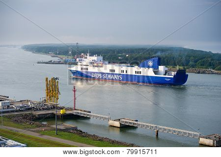 DFDS SEAWAYS ship OPTIMA entering Klaipeda harbor