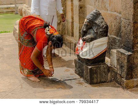 Thanjavur, India - February 13: Indian Woman  In National Costume Brings Offerings To Ganesha At Gan