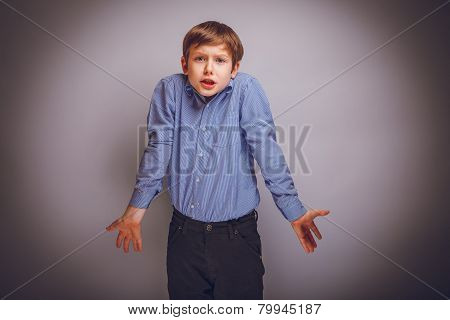 teenager boy of 10 years European appearance does not know th