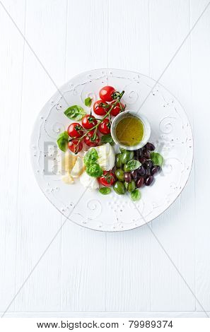Mozzarella, parmesan, cherry tomatoes and olives (antipasti)