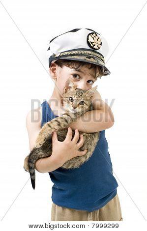 Boy Holding Kätzchen