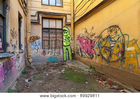 Colorful Abstract Graffiti Patterns On Damaged Walls