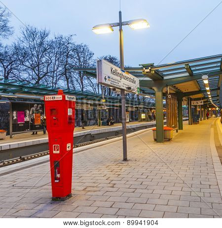 Metro Station Kellinghusen Strasse at night