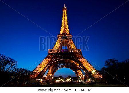 Paris-APR20 - Eiffel Tower Light Performance Show in Dusk on April 20,2010
