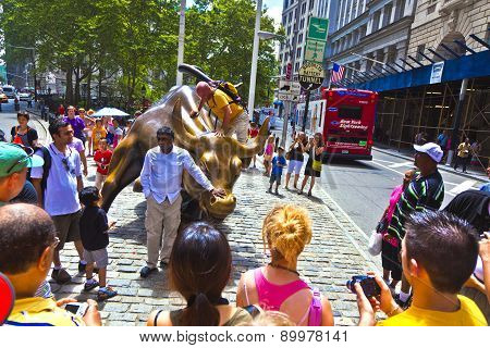 Landmark Charging Bull In Lower Manhattan