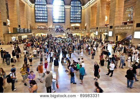 View Of Commuters And Tourists Flood The Grand Central Station