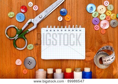 Copyspace frame with sewing tools and accesories on wooden background