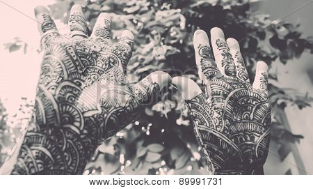 Designing Mehandi Showing By Hands Up - Retro Look