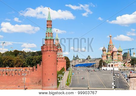 Vasilevsky Descent, Walls And Towers In Moscow