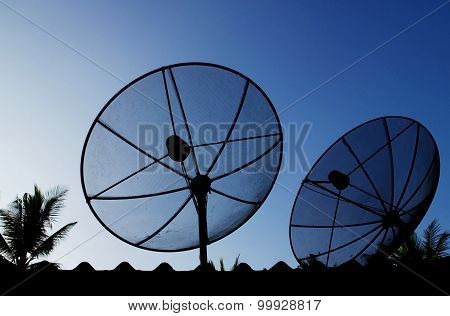 the rivalry between british satellite broadcasting and sky television Case solution for british satellite broadcasting versus sky television by ankaj ghemawat (harvard business school case study.