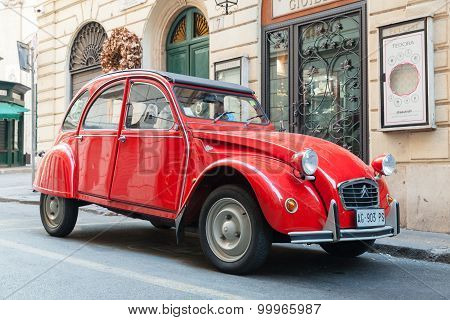 Red Oltimer Citroen 2Cv6 Special Car