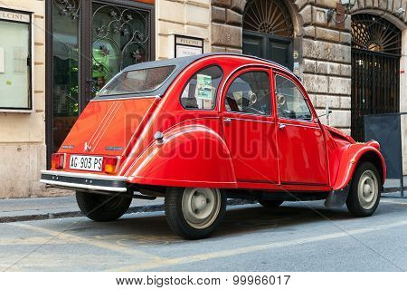 Red Oltimer Citroen 2Cv6 Special, Back View